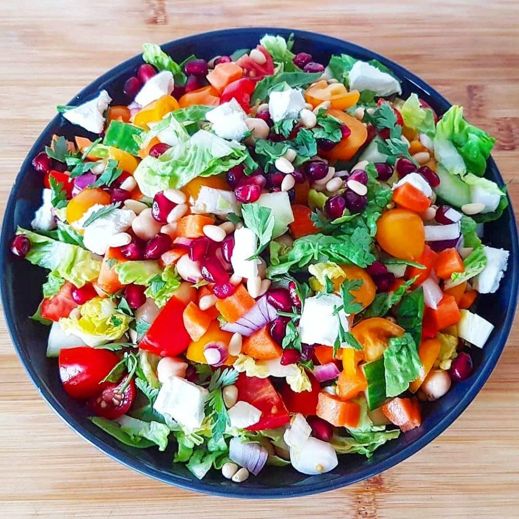 Kleurrijke gezonde salade